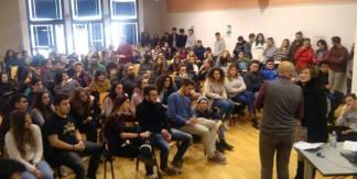 in una delle tante scuole in giro per l'Italia dove F.P. cerca di riaccendere progettualità e desiderio